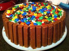Deze super lekkere Kitkat M&M taart is heel simpel te bereiden maar o zo…