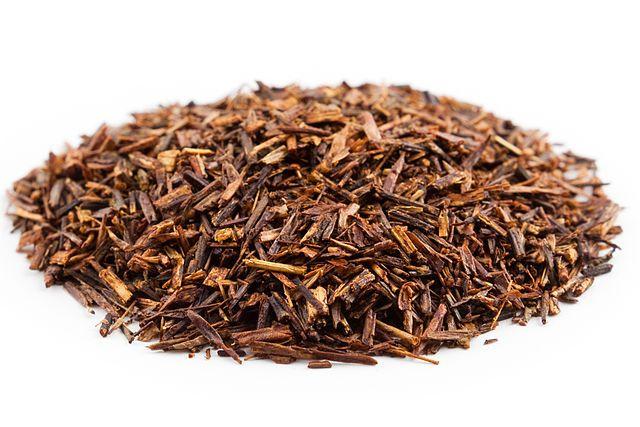 Rooibos (Aspalathus Linearis) es el nombre de una planta sudafricana que en el idioma afrikáans significa arbusto rojo. También se la conoce como té rojo o té Rooibos, pero realmente no es la planta del té.