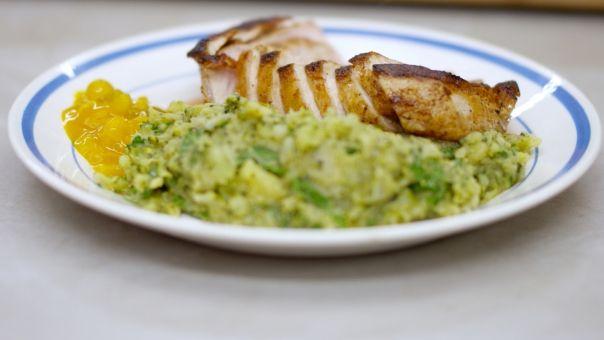 Varkenskoteletten en geplette aardappelen met broccoli