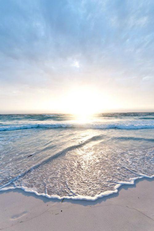 Beach Sunrise - By: (Arno Kohlem)