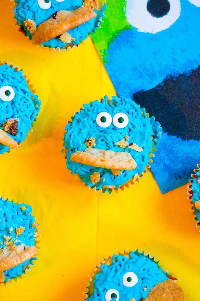 Heb je een Sesamstraat Verjaardagsfeestje dan mogen deze Kokiemonster cupcakes absoluut niet ontbreken.