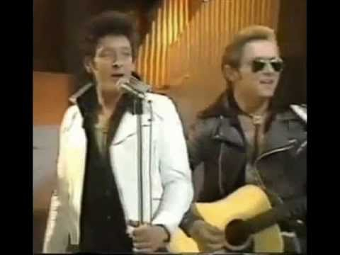 Showaddywaddy - Do It Again - YouTube