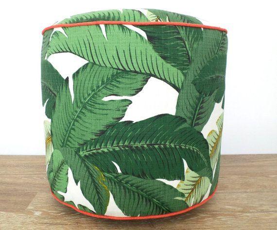 Cette ottoman pouf tropical est cousue par le tissu extérieur intérieur de Tommy Bahama.The pouf rond 18 se décline en différentes nuances de vert,