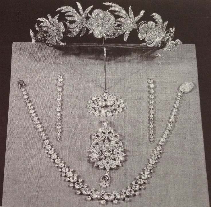 The Sitwell Family Diamonds. Exhibited in the 1930's - unusual floral tiara, Rngland