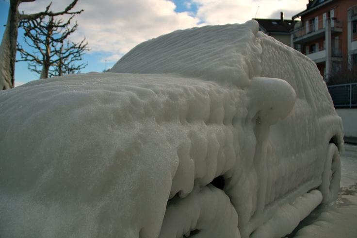Frozen car in Versoix