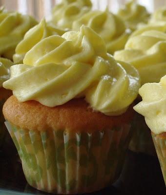 Lemon Cupcakes & Lemon Buttercream