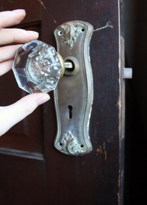 how to install antique doorknobs