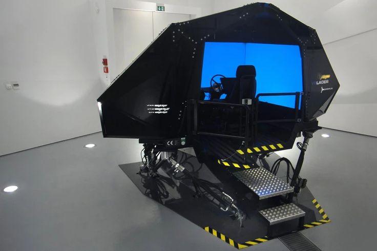 VR Lader Motion Platform: Simulation für die Bedienung eines Laders unter Tage. In der virtuellen Realität lernen Schulungsteilnehmende den Umgang mit verschiedenen Vehikeln. die Bewegungsplattform, die die Fahrerkabine der Schulungsteilnehmer darstellt, reagiert wie in echt auf die Steuerung und Gegebenheiten der virtuellen Umgebung.