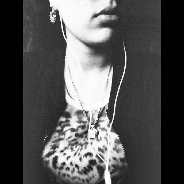 Who are u ?  #blackandwhite #who #monday #so #somekindofworld #lips #music #me #whatever ...