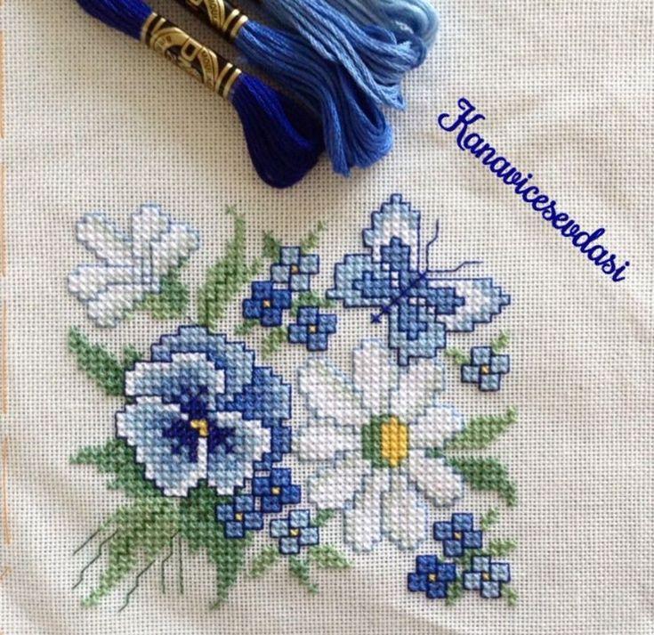 Blue flowers yastık işleme modeli