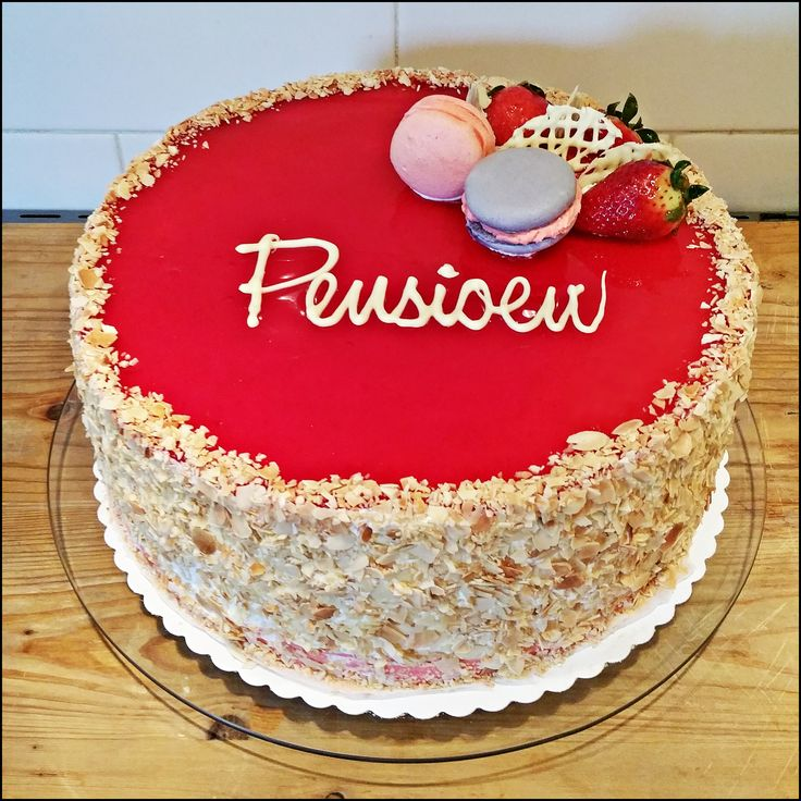 Dutch summer cake! Straberry mousse in combination with lemon curd, a match made in summer