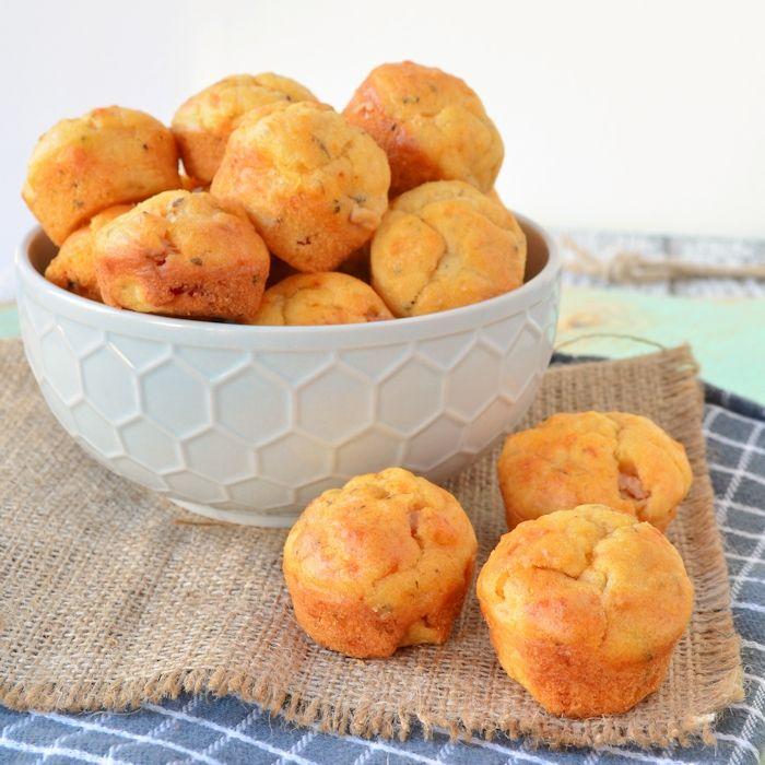Deze hartige mini muffins zijn een ideale snack voor verjaardagen en borrels. Maar ook als onderdeel van een buffet zijn ze heerlijk! Ze zullen zo op zijn.