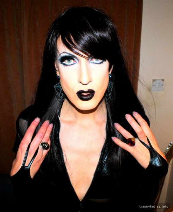 Another photo of a stylish TrannyLadies Starlet - Ilanna. See more at  https://www.trannyladies.info/en/ilanna