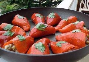 Piquillo перец, фаршированный Басков - Рецепты - Французская кухня