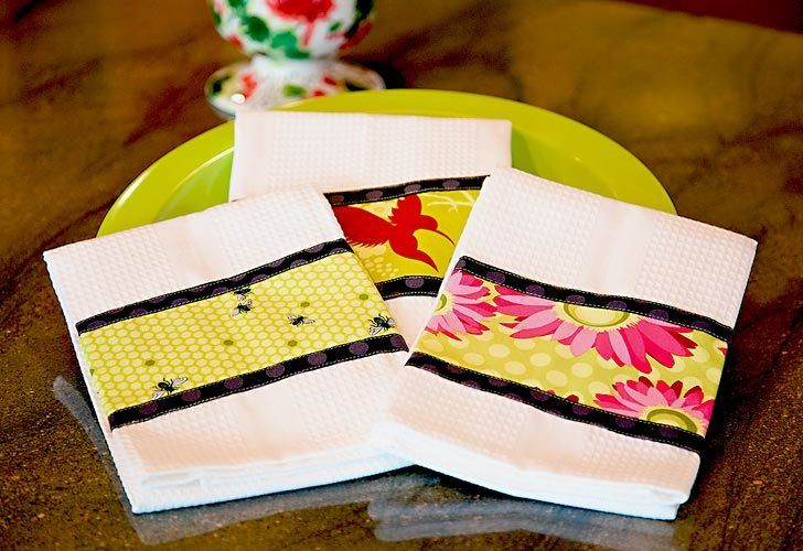 Here's another free, easy sewing pattern for the kitchen. Make these triple border dish towels to add character and style to your kitchen.