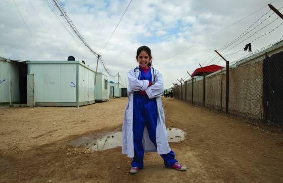 La fotógrafa Meredith Hutchison plasmó los anhelos profesionales de algunas de las niñas que viven actualmente en los campos de refugiados Zaatari y Mafraq, en el norte de Jordania.