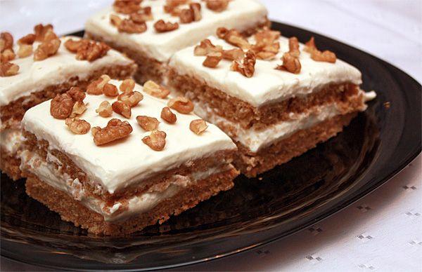 Гречневый торт — довольно непривычное для большинства из нас лакомство, но зато оно имеет несколько неоспоримых преимуществ перед обычной выпечкой.Во-первых, торт можно есть даже тем, у кого аллергия на глютен (белок, содержащийся в пшенице),во-вторых, он может быть полезен благодаря богатым разными хорошими веществами гречневой муке, творогу, грецким орехам...