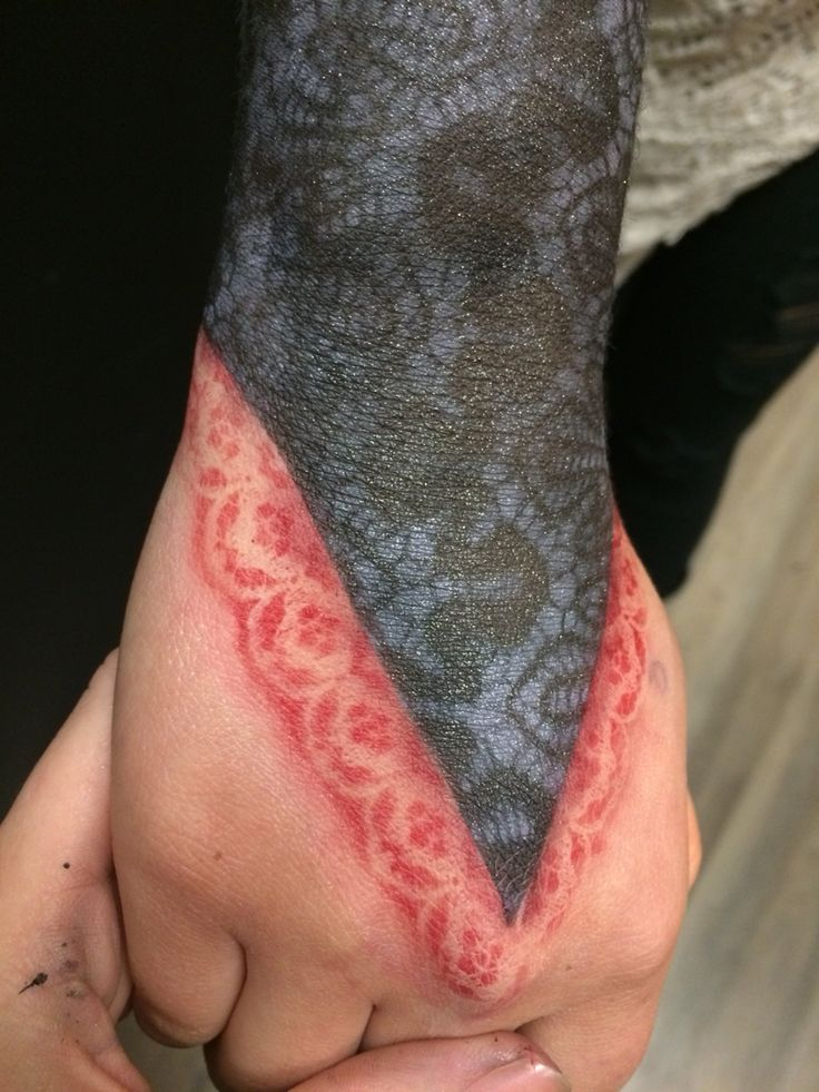 Airbrushed lace glove