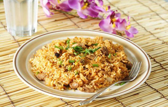 Φτιάξτε τηγανητό ρύζι με κοτόπουλο και θα ενθουσιαστείτε όλοι με τη γεύση του