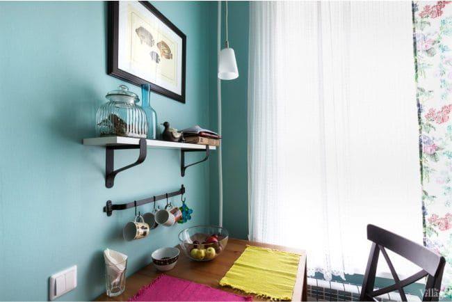 Дизайн маленькой кухни с газовой колонкой - обеденная зона
