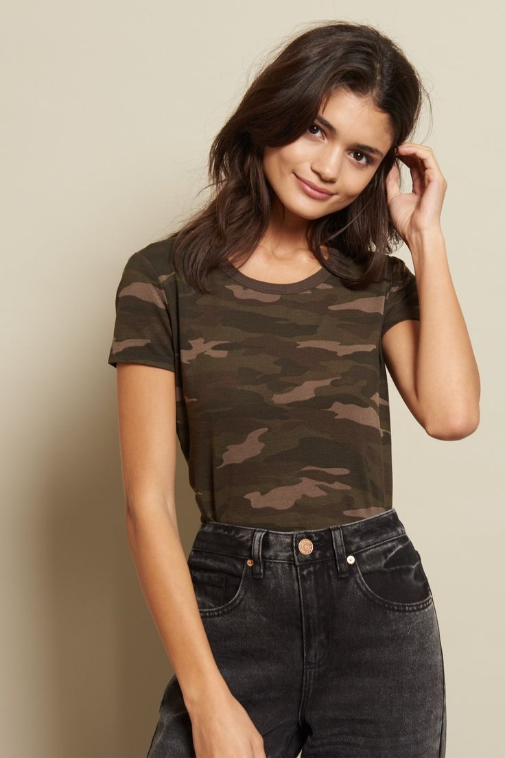 Show 'em who's boss! With this camo printed ringer tee, you can put together effortless looks in a flash.