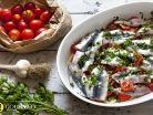 Σπιτικός γαύρος μαρινάτος με ντοματίνια και σκόρδο