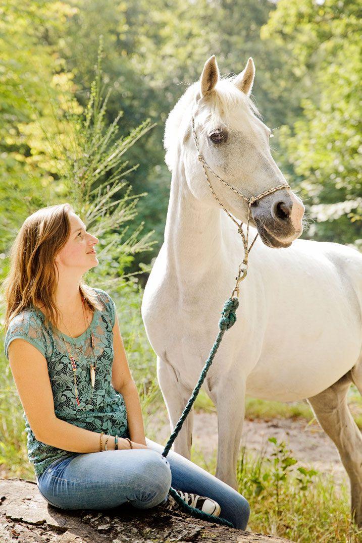 fotograaf, Chantal Tak, Fotografie, Paardenfotograaf, fotoshoot met Paard, paard, fotoshoot, Bergen Bos, Manege, wit paard, Eenhoorn, sprookjes achtig,