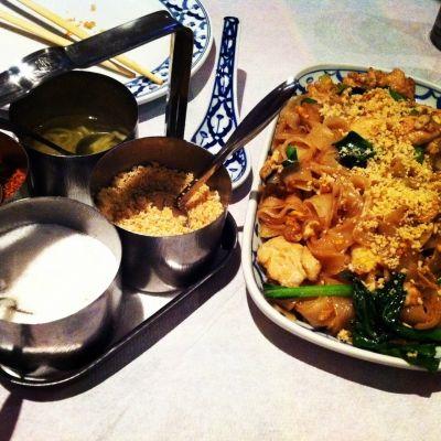 ο καλό φαγητό είναι οικογενειακή υπόθεση στο ταϊλανδέζικο εστιατόριο Rouan Thai, κάτι για το οποίο οι πιστοί του θαμώνες διανύουν αρκετά χιλιόμετρα.