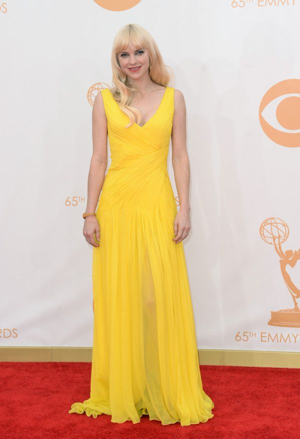 Fabulously Spotted: Anna Faris Wearing Monique Lhuillier - 2013 Primetime Emmy Awards - http://www.becauseiamfabulous.com/2013/09/anna-faris-wearing-monique-lhuillier-2013-primetime-emmy-awards/