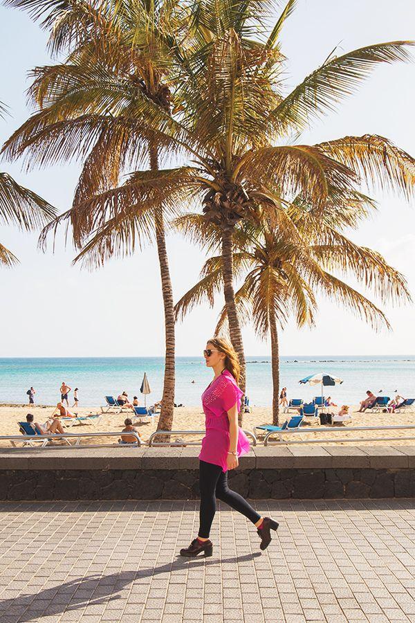 Chiara Magi - Traveling in Lanzarote - Beach and palms in Arrecife