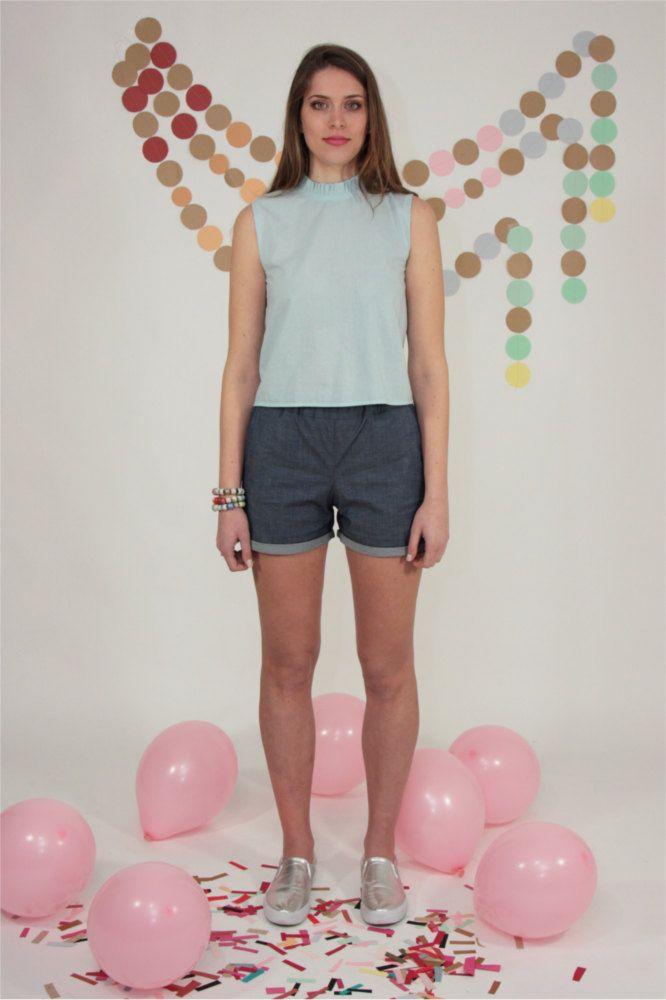 canotta, blusa senza maniche con colletto con volant in cotone azzurro chiaro di Pochettecouture su Etsy