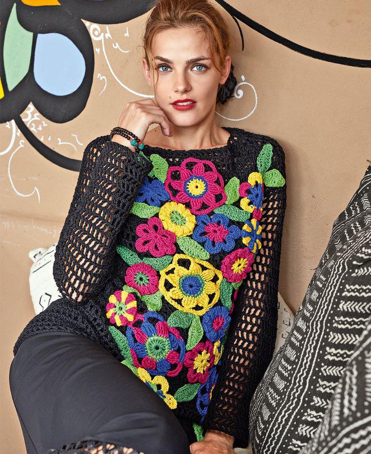 Черный пуловер с вязаными цветами