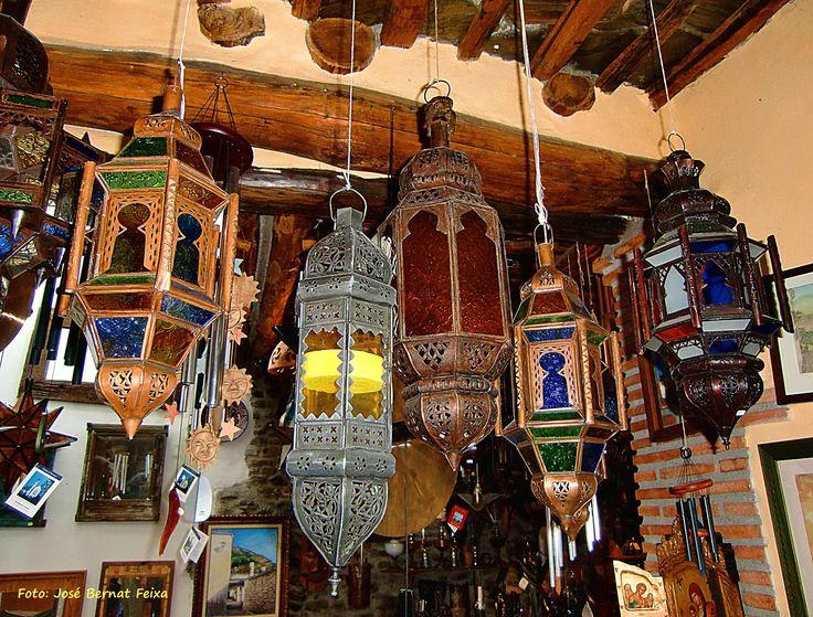 Diverse soort lampen, etc. in Pampaneira, (Spanje)
