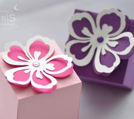 Cutii marturii botez cu floare de hibiscus pentru botezul unei fetite | Favor boxes with Hibiscus Flower from Asiris Atelier.