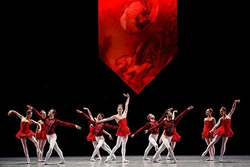 5 Mars 2003  Opéra Garnier JOYAUX Laetitia Pujol, Karl Paquette, Nolwenn Daniel, Hervé Coutain, Emilie Cozette, Delphine Moussain, Jean-Guillaume Bart Choré G. Balanchine   d et c C. Lacroix