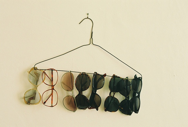 Clothes hanger used to organize glasses