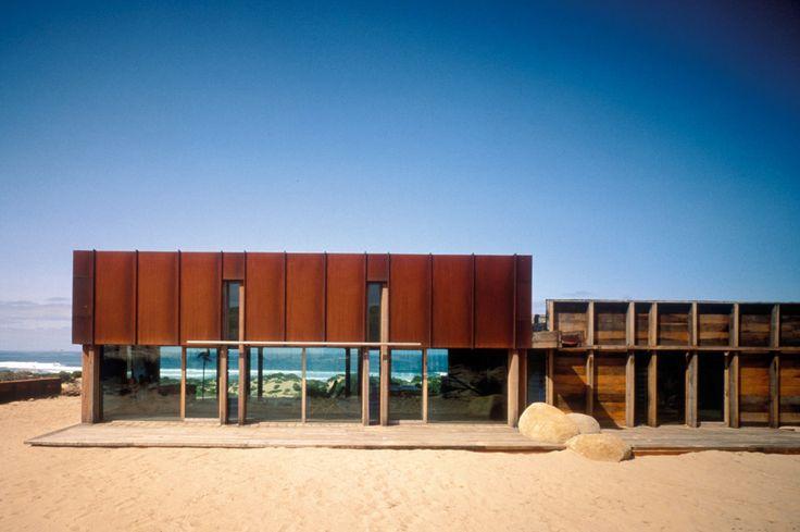 AUSTRALIA. St Andrews Beach, Victoria. Architect: Fender Katsalidis Architects.  Project Name: St Andrews, 1992.  ww.fkaustralia.com