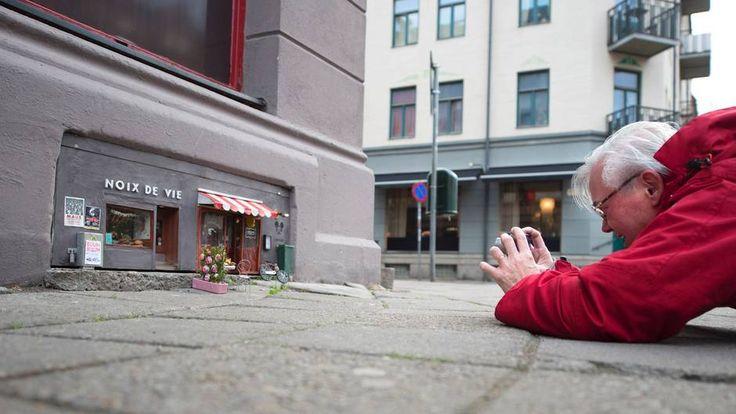 """Haus für die Maus  Malmö, Schweden. Er nennt sich sinnigerweise """"Anonymouse"""". In Malmö hat ein unbekannter Künstler an einer Hausfassade ein Restaurant und Deli für Mäuse gepinselt und damit ein tolles Fotomotiv für Passanten geschaffen"""