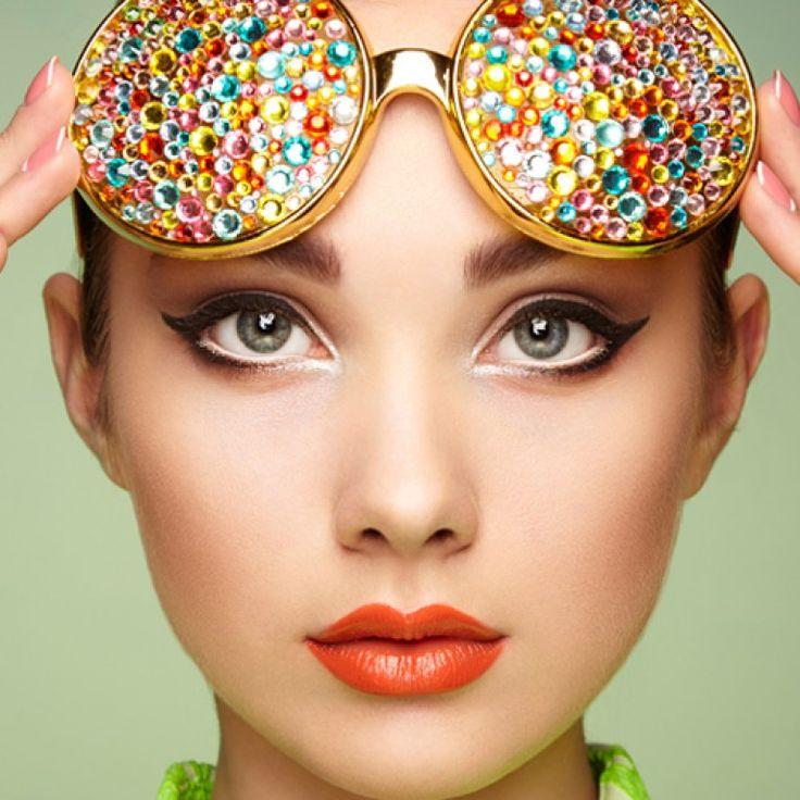 Der Traum jeder Frau: lange, dichte und volle Wimpern. Für viele reicht der Griff zur Mascara und fertig ist der perfekte Augenaufschlag...