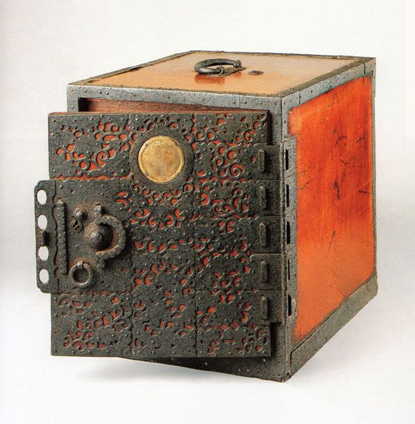 Ship's Chests - A Superb Anomoly :: A TANSU REFERENCE by the authors of TANSU: TRADITIONAL JAPANESE CABINETRY