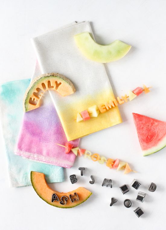 Fun DIY watercolor napkins for a summer dinner party or backyard BBQ.