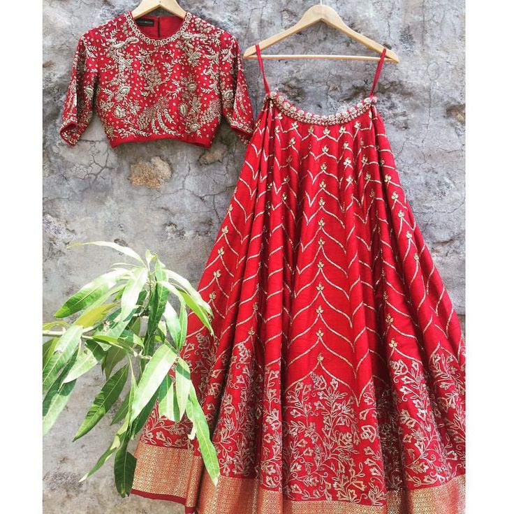 Bringing in the weekend with this fiery red lehenga with gotapatti from jayanti reddy  ! Contact:+917330687770Jayantireddyofficial@gmail.com  11 June 2017