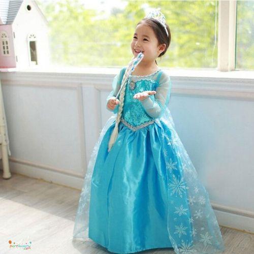 Frozen Kostüm Elsa Kostüm Ürün ÖzellikleriÜrün Paketinde 1 Adet Elsa Kostüm bulunur.Boyut seçenekleri : 3-4 Yaş, 5-6 Yaş, 7-8 Yaş, 9-10 YaşSağlığa zararlı hiç bir katkısı yoktur.Frozen Kostümü 120 - 130 cm boyunda olan çocuklar için ideal bir üründür.Kaliteli kumaştan imal edilmiş olup. pelerini uzun