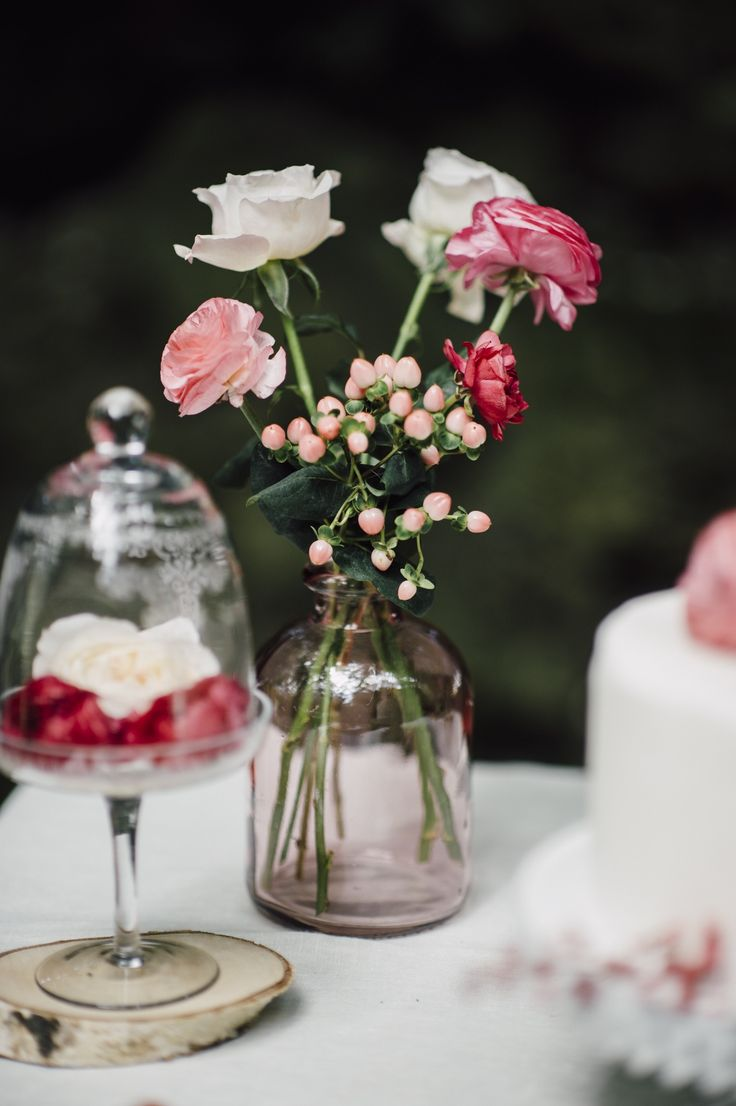 pretty pink and red rose floral decor