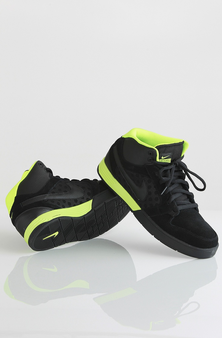 Nike 6.0 Mogan Mid 3 kengät Black/Black-Volt 95,00 € www.dropinmarket.com