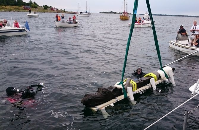 For all our marine archaeology friends - a 400 year old figurehead weighing over 600 lbs has recovered near the Swedish town of Ronneby. Believe to have been a warship of the Danish King Hans, it is being called the best-preserved example of a 15th-century ship! #archaeology