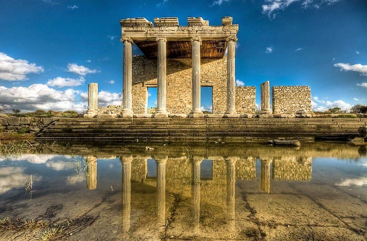 The clarity is amazing in this beautiful reflection of the Ionic Stoa at the Sacred Way in the ancient #Greek city of Miletus (Nejdet Duzen) (7) Twitter