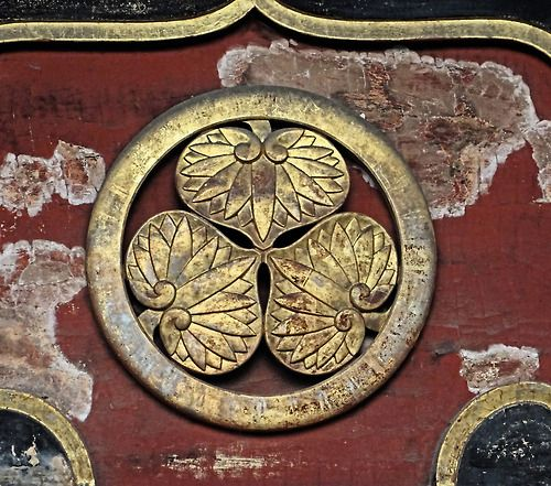 Japanese aesthetics:  This is the crest of the Tokugawa—the ruling shogunal family of the Edo period (1603-1868). It's on one of the old gates Zōjō-ji temple complex- the Niten gate of Yūshōin, Tokugawa Ietsugu's mausoleum, in the Shiba area of Minato-ku, Tokyo. Text and photography by Rekishi no Tabi on Flickr
