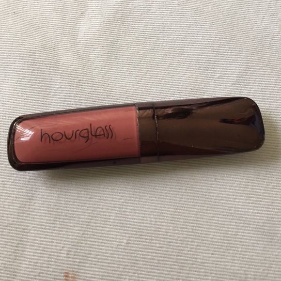 Hourglass canvas lipstick lots of product left. Color is canvas Hourglass Makeup Lipstick