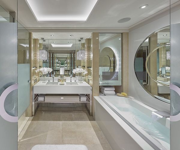 Photo 10 A spectacular bathroom at the Crown Towers Hotel
